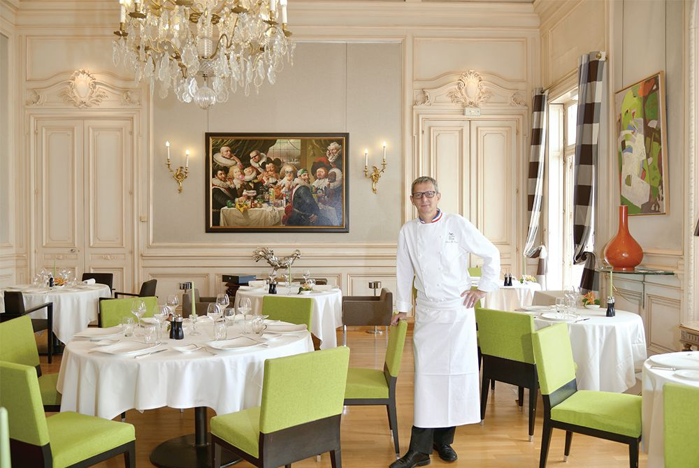 http://www.toques-blanches-lyonnaises.com/file/2015/09/restaurant-saisons-restaurant-d-application-alain-le-cossec.jpg